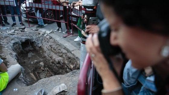 """Roma, il mistero dello scheletro trovato a Piramide. La Soprintendenza: """"È di epoca romana"""""""