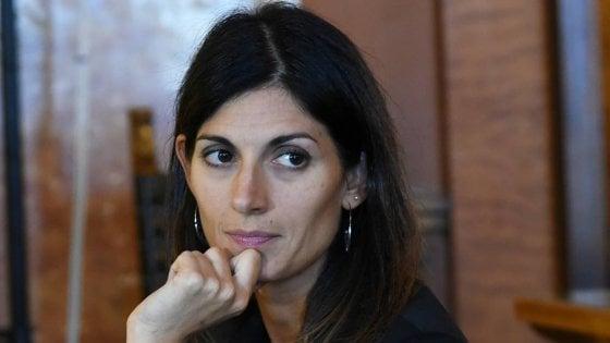 Campidoglio, la giunta Raggi vara il rimpasto: fuori Baldassarre, Marzano, Castiglione e Gatta. E apre al Pd
