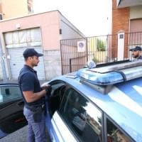 Rissa tra madri a colpi di mestolo davanti alla scuola a Cisterna di Latina