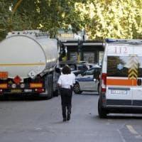 Roma, anziano investito e ucciso da un'autocisterna in viale Jonio