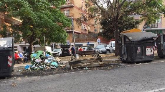"""Monteverde, gaffe della presidente: """"Abbiamo rimosso i cassonetti bruciati"""". I cittadini: """"Ma se stanno ancora tutti qui..."""""""