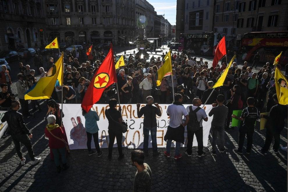 """Protesta curda in piazza a Roma: """"Si rischia il genocidio"""""""
