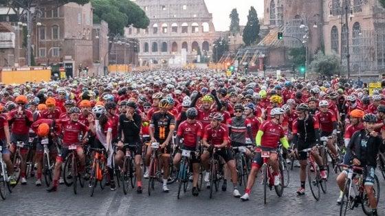 Weekend di sport a Roma, in bici fino ai Castelli Romani con la Granfondo e la corsa con le Fiamme gialle