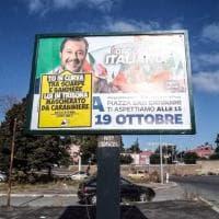 """Manifestazione di Salvini in piazza San Giovanni, manifesti di Militant: """"Nun je da retta Roma, lui non è come te"""""""