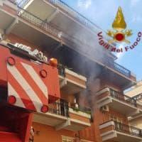 Roma, fiamme in un appartamento sulla Portuense: messe in salvo sette persone