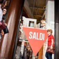 Roma, 'tassa sulla pipì' e modulazione saldi nella nuova legge sul commercio