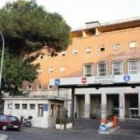 Roma, gli rifiutano dose superiore di metadone: danneggia sala ospedale