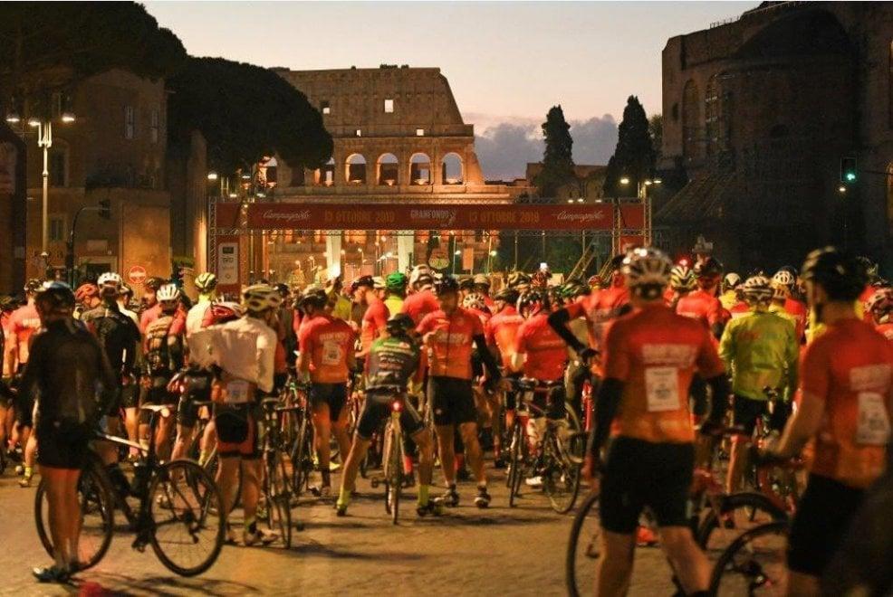 Gran Fondo di Roma, in 4mila sulla bici all'alba