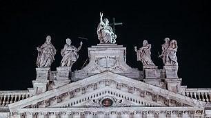 San Giovanni, la basilica  brilla con le nuove luci   vd