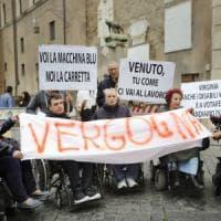 Roma, disabili in piazza in Campidoglio contro il nuovo servizio trasporti: