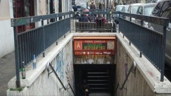 Ancora problemi scale mobili, chiude e riapre la stazione Furio Camillo della metro A di Roma