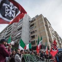 Manifestazioni a Roma, CasaPound sfila con la Lega. I gazebo anti-Raggi