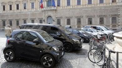 Rep   :   La giungla di auto nelle aree pedonali  Il centro di Roma in ostaggio