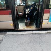 Scooter sul bus, inchiesta del Campidoglio. L'autista: