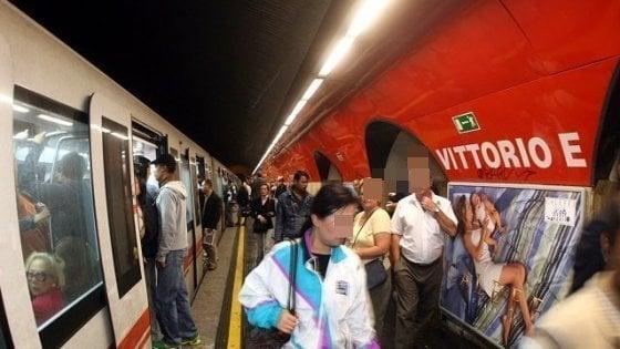 Roma, si rompe l'ultima scala mobile: chiusa per un'ora e mezza e poi riaperta anche stazione metro A Vittorio Emanuele