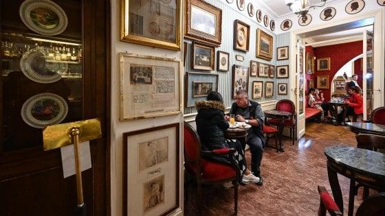 Roma, la guerra del Caffé Greco: un cavillo burocratico fa slittare lo sfratto a fine gennaio