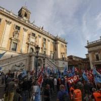 """Roma, Raggi e Garanti contro lo sciopero di venerdì. Landini: """"Sindaca convochi ..."""
