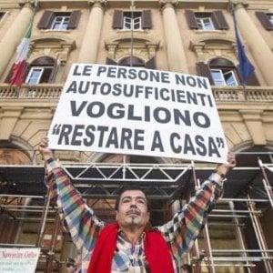 """Malati di Sla, la protesta delle famiglie: """"In Campidoglio fermi da luglio i soldi per l'assistenza domiciliare"""""""
