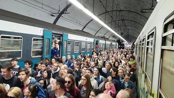 Trasporti, caos e disagi: si rompe treno della Roma Nord, corse soppresse. E per guasto si ferma anche tratto di Metro C