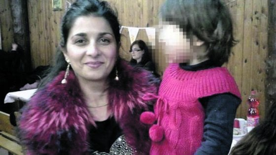 Anzio, avvocato ucciso a coltellate dall'ex moglie dopo la lite per le figlie