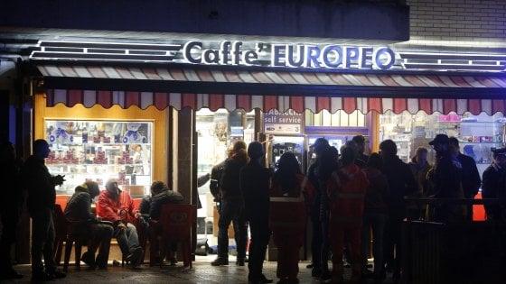 Roma, rapina con sparatoria in un bar-tabacchi: muore bandito di 69 anni, ferito il titolare cinese