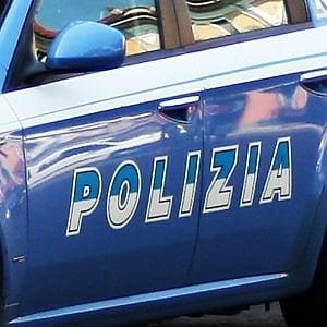 Roma, si presenta in casa come dipendente Acea e tenta violenza su minore: denunciato