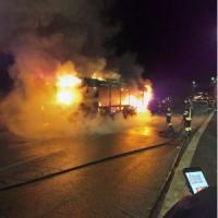 Trasporti a Roma, un altro bus a fuoco all'alba