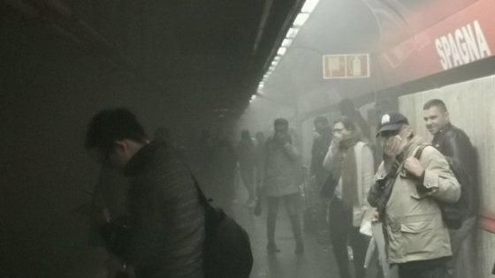 Roma, fumo in galleria fa scattare allarme su metro A: stazione Spagna chiusa e poi riaperta