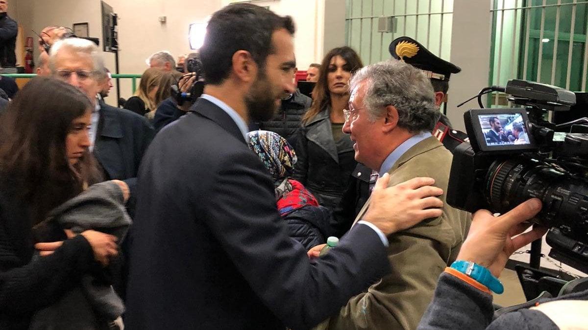 """Caso Cucchi, fu omicidio preterintenzionale: condannati a 12 anni due carabinieri. Ilaria: """"Stefano ora può  riposare in pace"""""""