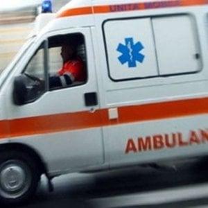 Roma, sassaiola contro ambulanza in via Candoni: mezzo danneggiato