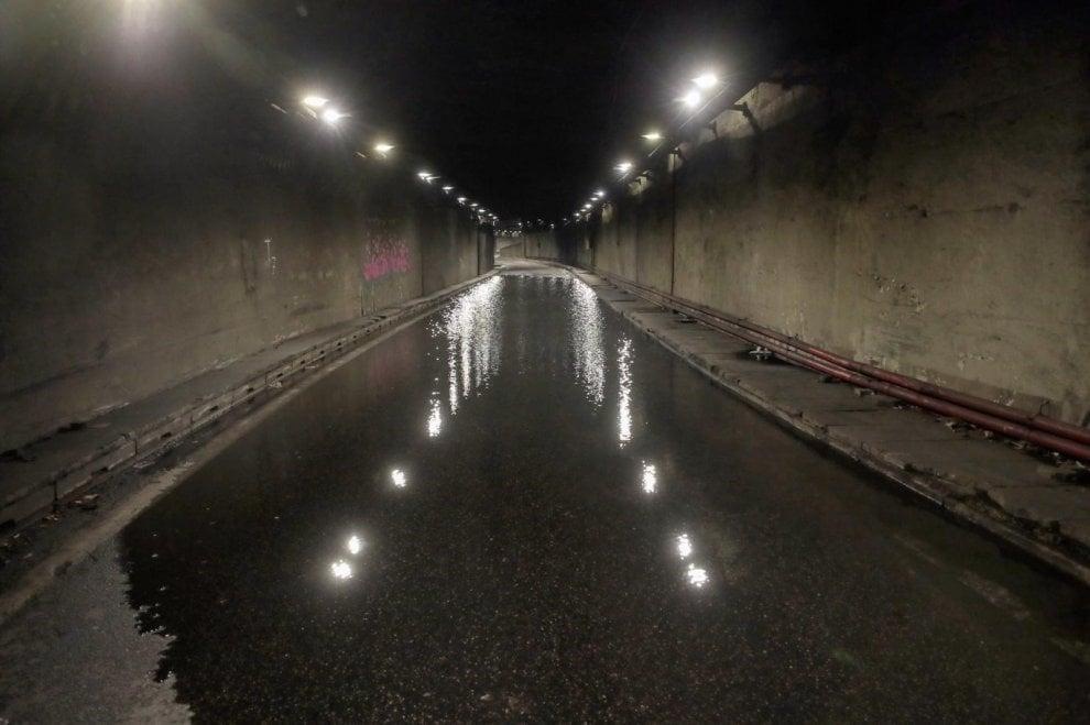 Roma, una piscina nel tunnel: chiuso da due giorni il sottopasso Gregorio VII