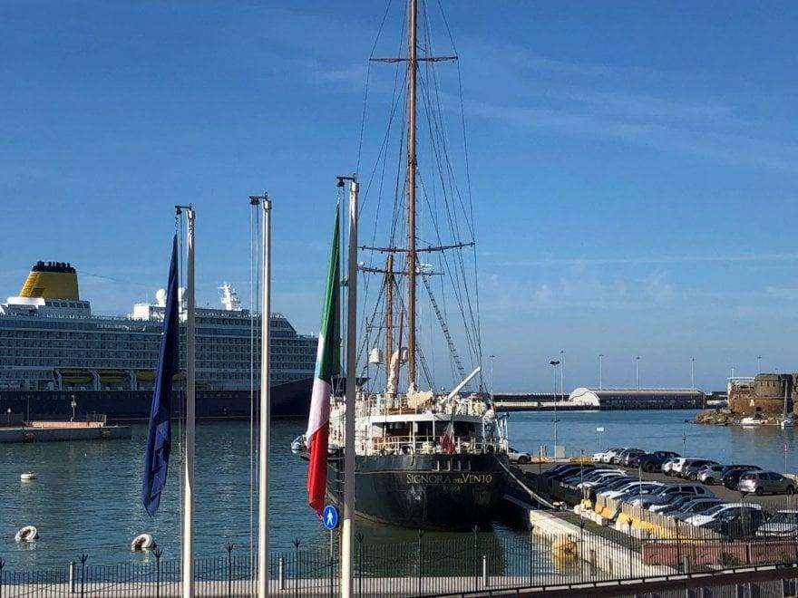 Maltempo, la Signora del Vento in porto a Civitavecchia per le riparazioni