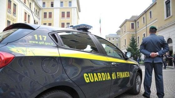Contrabbandavano gasolio da Slovenia e Polonia: 16 arresti
