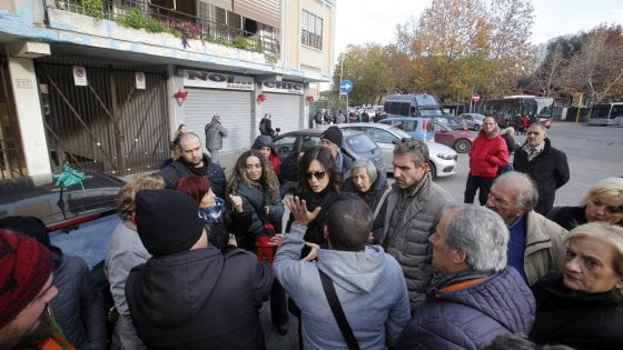 """Roma, Casal Bruciato, la protesta degli abitanti: """"Noi lasciati senza riscaldamento"""""""