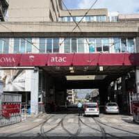 Roma, bus Atac a fuoco nella notte sul Grande raccordo Anulare
