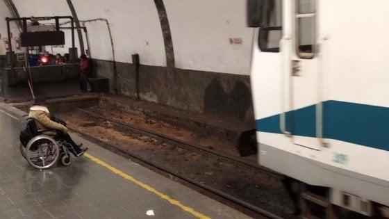 Roma, disabile non riesce a salire sul treno e resta a terra