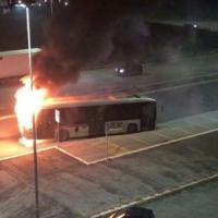 Roma, bus in fiamme a Ponte di Nona: dall'inizio dell'anno è il ventottesimo