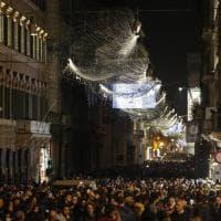 Roma, i divi del cinema nelle nuove luminarie natalizie accese in centro