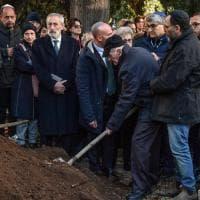 Roma, dal Portico d'Ottavia, al Verano, alla Sinagoga: l'ultimo saluto a Piero Terracina, memoria di Auschwitz
