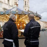 Banchi di piazza Navona, blitz dei vigili: sequestrato il mercatino