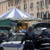 Roma, piazza Navona mercato chiuso:
