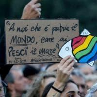 """Le sardine conquistano piazza San Giovanni. Santori: """"Siamo 100mila, obiettivo raggiunto"""""""