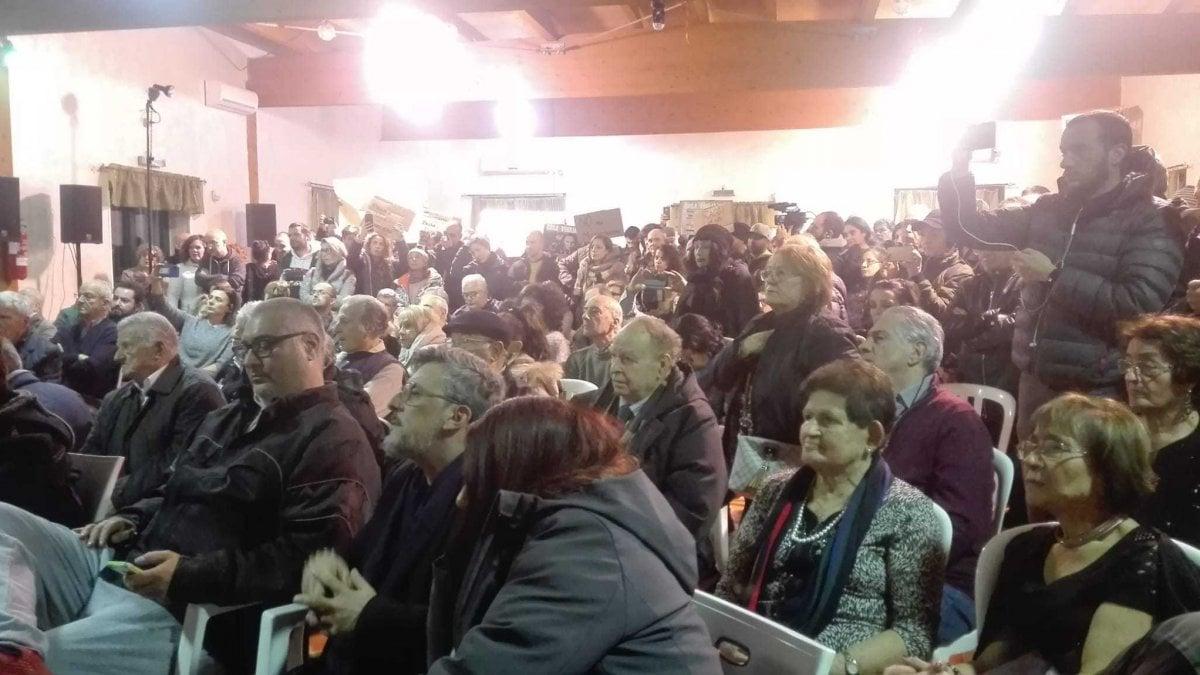 """Centocelle, Raggi contestata all'assemblea con i cittadini. """"No a militarizzazione"""""""