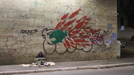 """Blitz delle Sardine e degli attivisti di Reds a Roma Termini: """"No a ingiustizia sociale"""""""