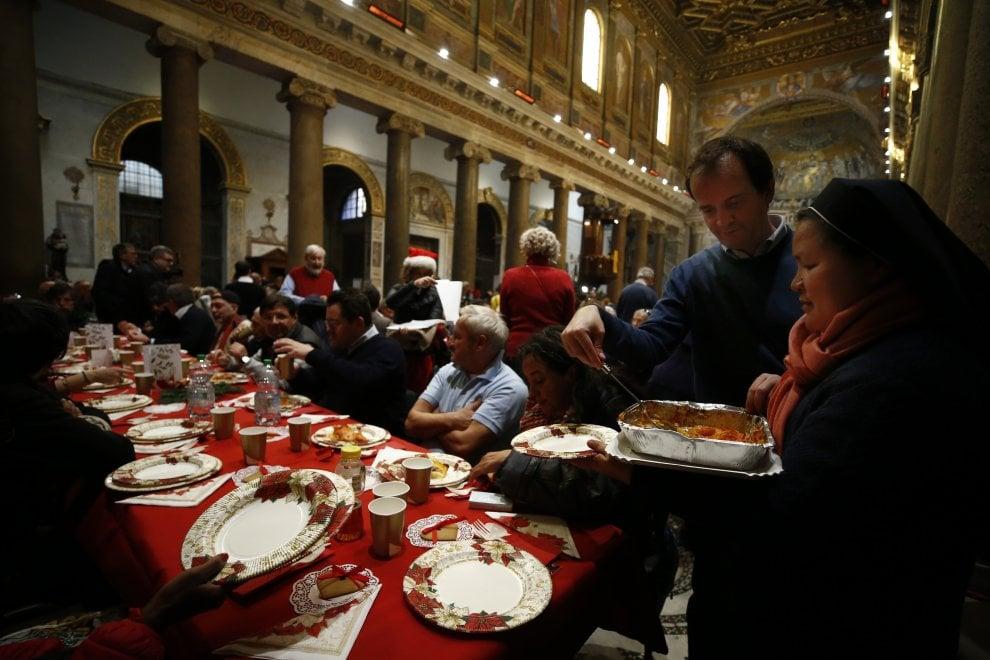 Roma, oltre mille persone al pranzo della comunità di S.Egidio a S.Maria in Trastevere