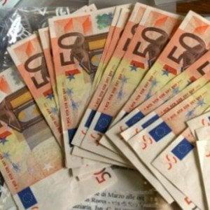 Latina, trovano borsa con 95 mila euro e la restituiscono al proprietario