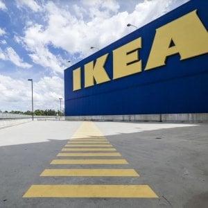 Roma, lite all'Ikea con lancio di piatti: ferita una bambina di 11 anni