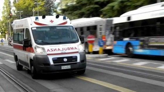 Roma, in scooter contro auto parcheggiata a Roma, morto 48enne