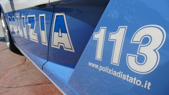 Scappano dopo la rapina e speronano le volanti: sette poliziotti feriti, banditi arrestati a Nettuno