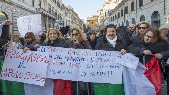 Urtisti a Roma, le mogli in piazza. La prefetta tenta la mediazione